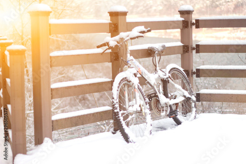 Türaufkleber Fahrrad Bicycle covered with snow in Korea
