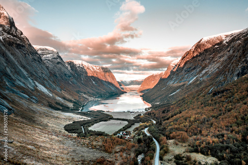 Foto auf Leinwand Wasserfalle Mountainous Norwegian Landscape with Lakes and Rivers at Sunrise
