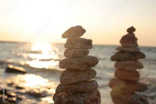 Photo sur Toile Zen pierres a sable seascape natural beauty relaxing on the water