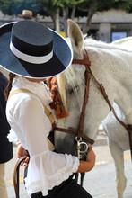 Mujer Jinete Acariciando Al Caballo Feria De Almeria 4M0A7042-as19