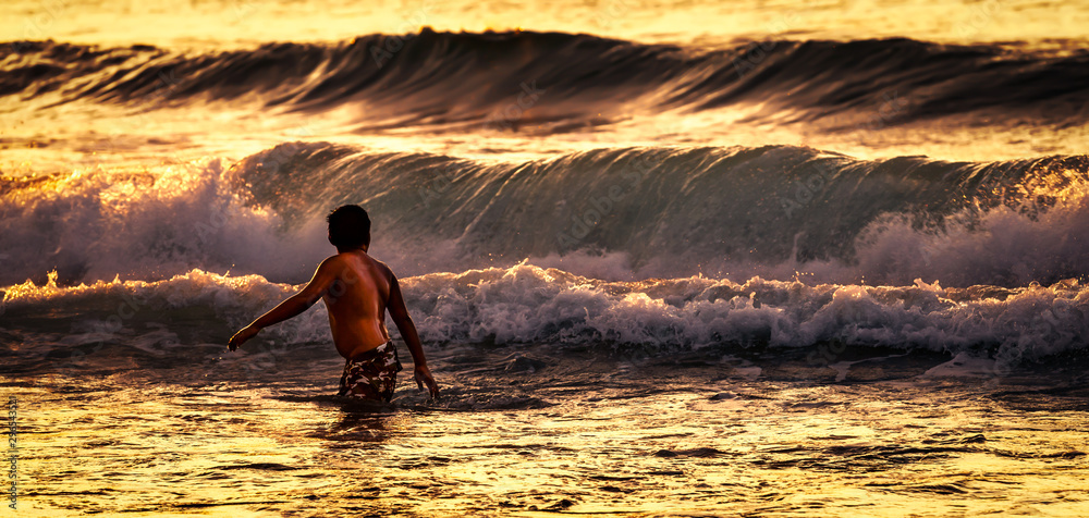Fototapety, obrazy: Alone against the waves