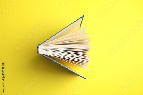 Cuadros en Lienzo  Hardcover book on yellow background, top view