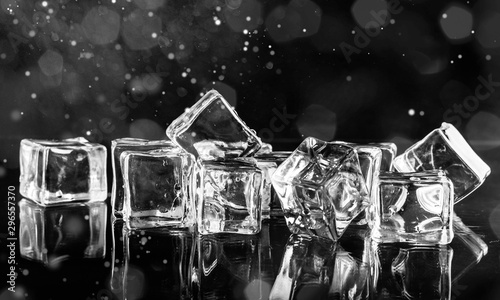 Pinturas sobre lienzo  Cool cold ice cubes on dark abstract background