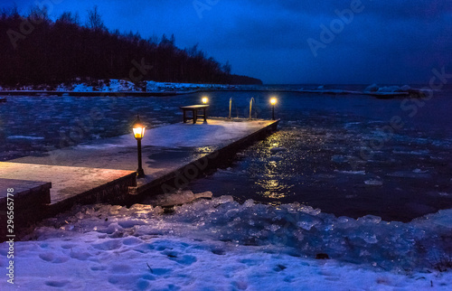 winter evening seascape with a pier, cold lights, left Canvas-taulu