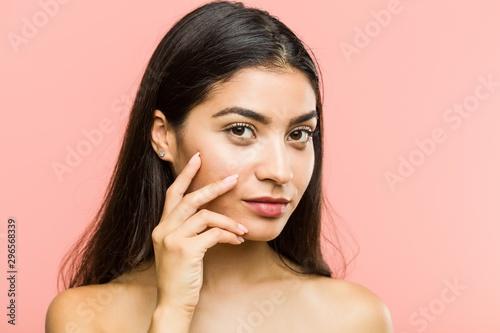 Poster Spa Close up of a young beauty and natural arab woman posing