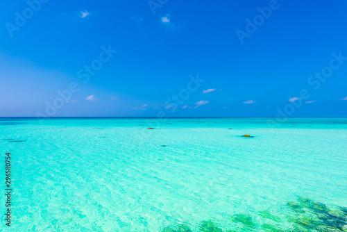Montage in der Fensternische Reef grun 宮古島の海 Beautiful beach in Miyakojima Island, Okinawa.