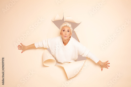 Mid aged actress showing emotions of joy. Fototapet
