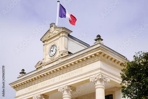Carta da parati french flag city hall in Arcachon town near Bordeaux Gironde