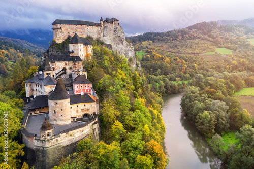 Tuinposter Oude gebouw Orava castle and Orava river, morning light, Slovakia, Europe