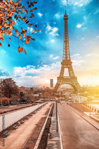 Poster de jardin Tour Eiffel View of Eiffel Tower at sunrise from Jardins du Trocadero in Paris, France. Eiffel Tower is one of the most iconic landmarks of Paris.