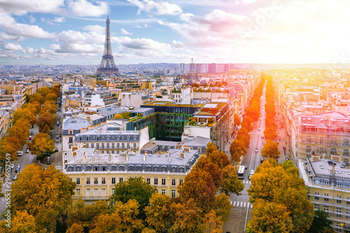 Poster Paris Autumn skyline of Paris with Eiffel Tower in Paris, France. Eiffel Tower is one of the most iconic landmarks of Paris. Architecture and landmarks of Paris.