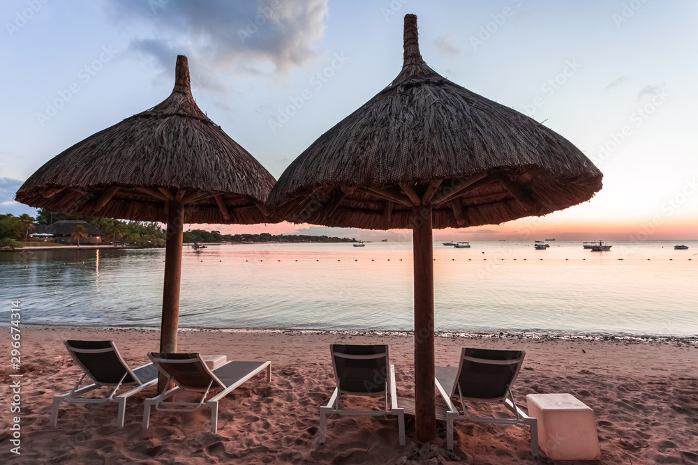 Fototapety, obrazy: umbrellas on the beach, Mauritius