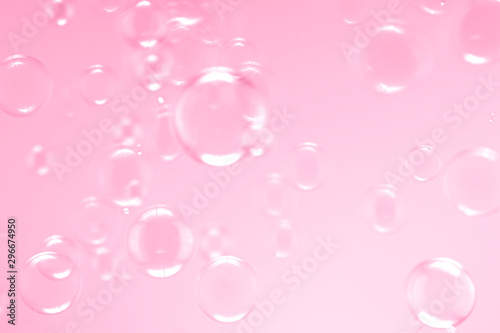 Pinturas sobre lienzo  Beautiful soap bubbles floating on pink background