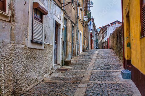narrow street in old town Canvas-taulu
