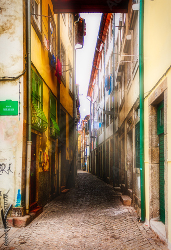 narrow street in porto, lisbon
