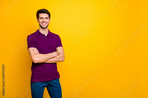 Fotografía  Portrait of his he nice attractive cheerful cheery content brown-haired guy fold
