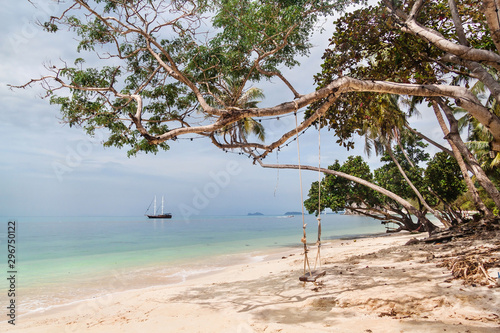 Платно Beach swing on Haad Leela beach in Koh Phangan, Thailand