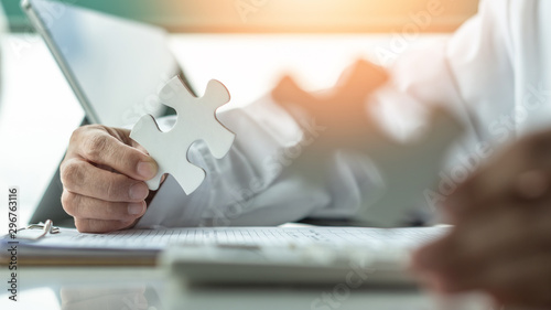 Fotografía Business solution and strategy for corporate business success concept with jigsa