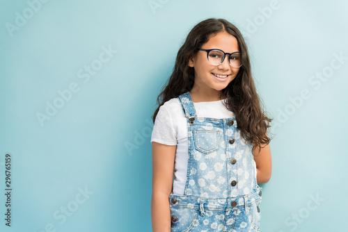 Canvastavla  Adorable Female Child Wearing Eyeglasses