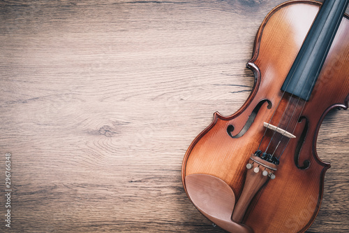 Obraz na plátně classical violin on wooden floor. music background