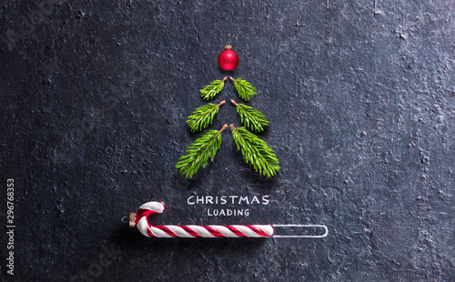 Fotografía  Christmas Card - Loading Concept - Tree And Candy Canes On Black Stone