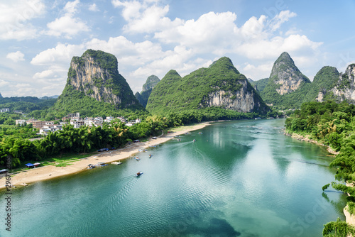 Photo Stands Guilin The Li River (Lijiang River) among karst mountains, Yangshuo