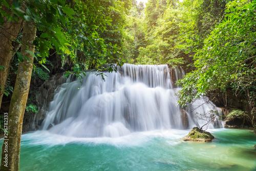 Foto auf Leinwand Wasserfalle Huai Mae Khamin Waterfall level 3, Khuean Srinagarindra National Park, Kanchanaburi, Thailand