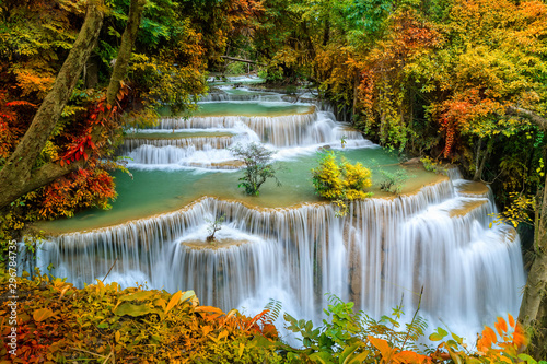 Montage in der Fensternische Honig Colorful majestic waterfall in national park forest during autumn - Image