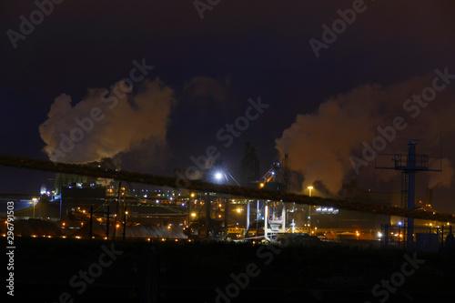 Fotografie, Tablou Nordseekanal bei Ijmuiden, Niederlande mit Hafenblick bei Nacht