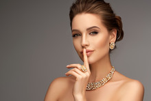 Beautiful Girl With Set Jewelr...