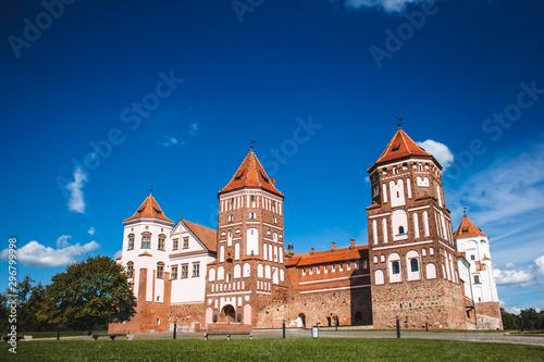 Autocollant pour porte Con. Antique Mirskiy castle. Medieval Mirskiy castle in Mir. Grodno region. Historic castle in Belarus.