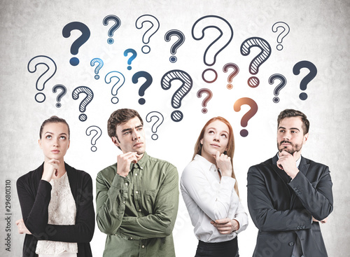 Pinturas sobre lienzo  Thoughtful business team, question marks