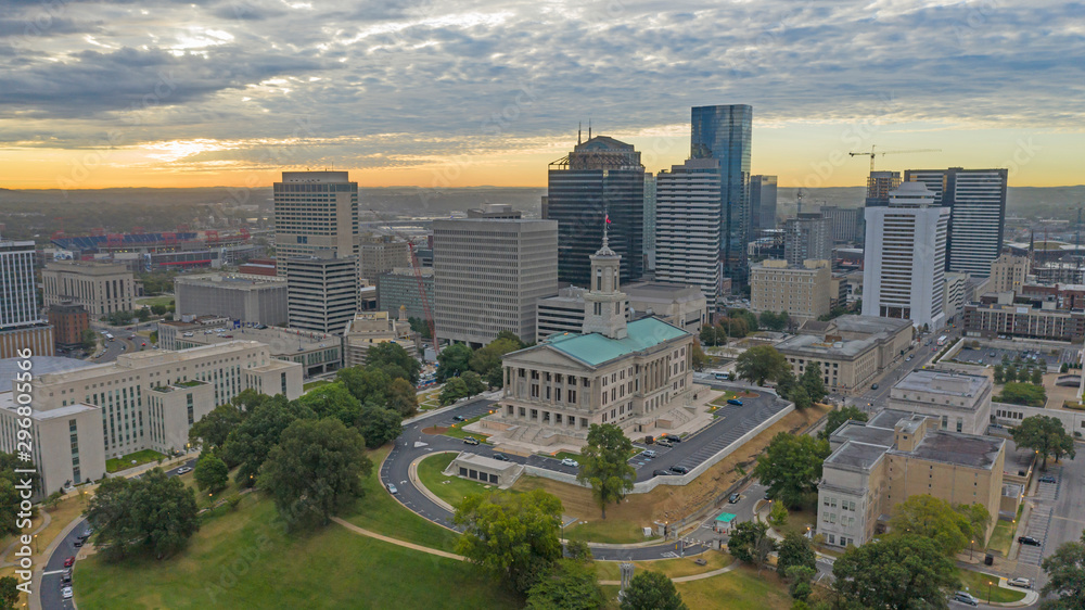 Fototapeta Sunrise Over Aerial View Nashville Downtown Capital Building in Tennessee