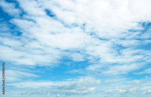 Fotobehang Blauw The vast sky Expansive, beautiful, white clouds day, naturally beautiful