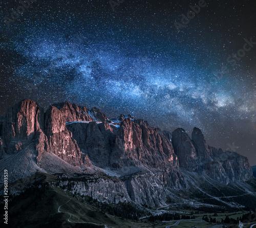Valokuvatapetti Milky way over Passo Gardena in Dolomites
