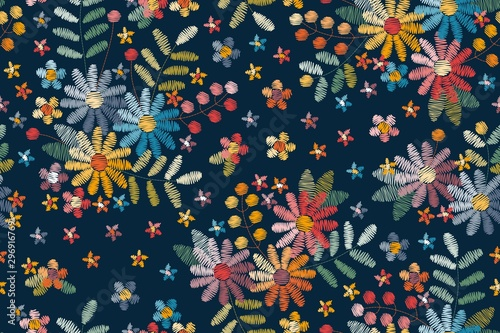 La pose en embrasure Style Boho Embroidery seamless pattern with floral motifs. Colorful flowers, leaves and berries on dark blue background.