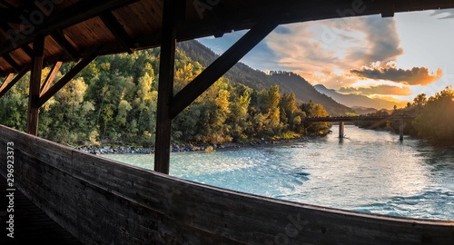 Cuadros en Lienzo View over The Inn River In Hall in Tirol in Direction Innsbruck at sunset