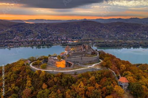 Tablou Canvas Visegrad, Hungary - Autumn at Visegrad