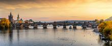 Panorama Der Berühmten Karlsbrücke über Die Moldau In Prag An Einem Sonnenuntergang Im Herbst