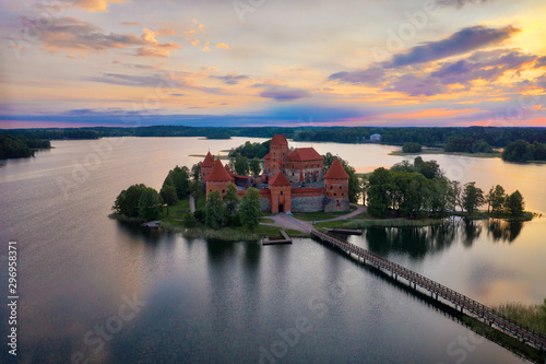 Montage in der Fensternische Altes Gebaude Sunrise over Trakai Castle near Vilnius, Lithuania, taken in May 2019