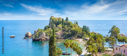 Poster Cote Beautiful Isola Bella, small island near Taormina, Sicily, Italy. Narrow path connects island to mainland Taormina beach surrounded by azure waters of Ionian Sea.
