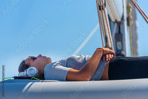 Fond de hotte en verre imprimé Magasin de musique cute girl with sunglasses and headphone relaxing on a yacht