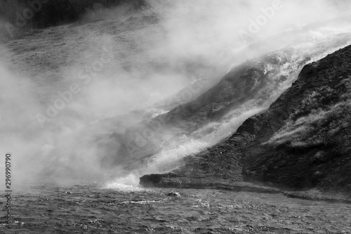 Poster de jardin Taupe Geyser in Yellowstone National Park