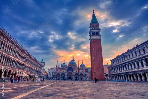 Fotografía Saint Mark's square with campanile and basilica in Venice.