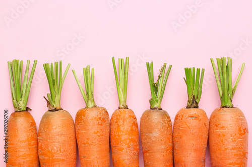 Photo Fresh carrots on color background