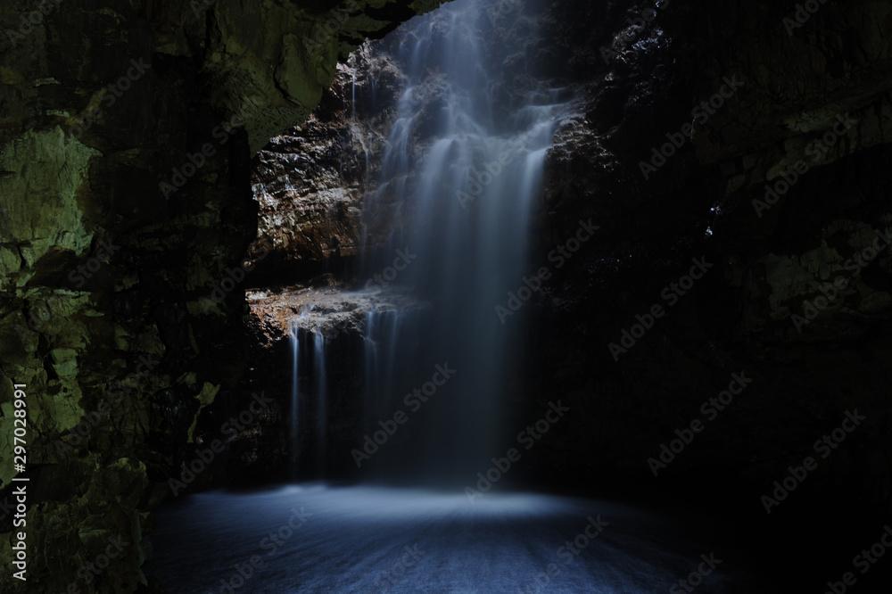 Fototapety, obrazy: La cascata di Smoo Cave in Scozia