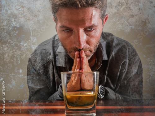 Photo desperate alcoholic man