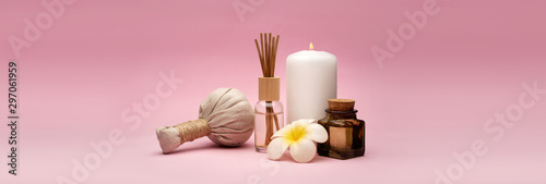 Cadres-photo bureau Spa Beautiful and concise spa composition on pink background.