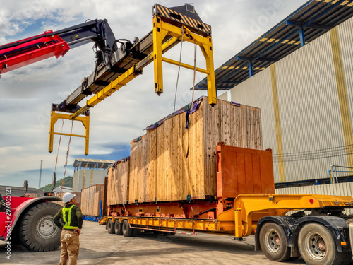 Tablou Canvas The over high cargo to lifting with the special equipment and control by foreman in yard