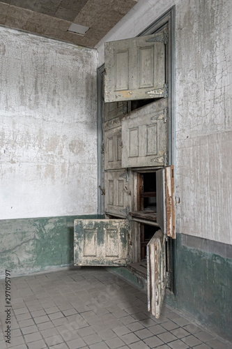 Photo  Morgue in the hospital at Ellis Island